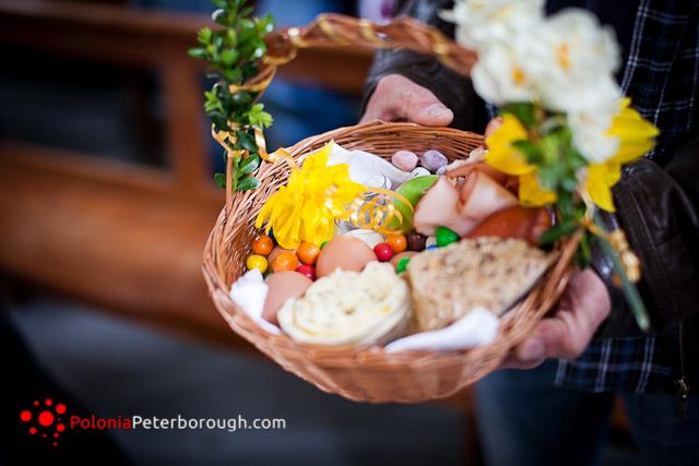 święcenie jajek w polskim kosciele w Peterborough